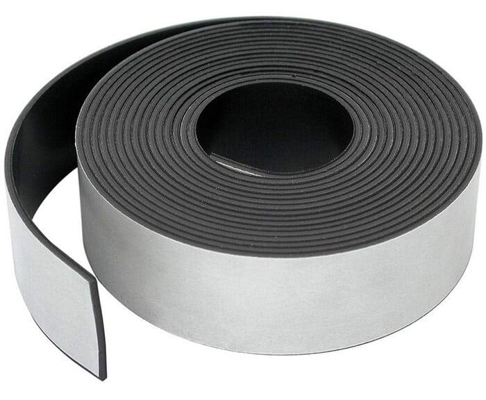 Banda magnetica adeziva